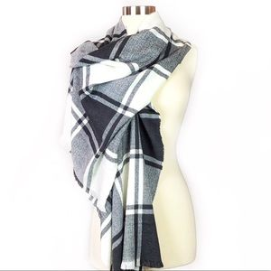 Gap • Soft Cozy Black & White Plaid Blanket Scarf